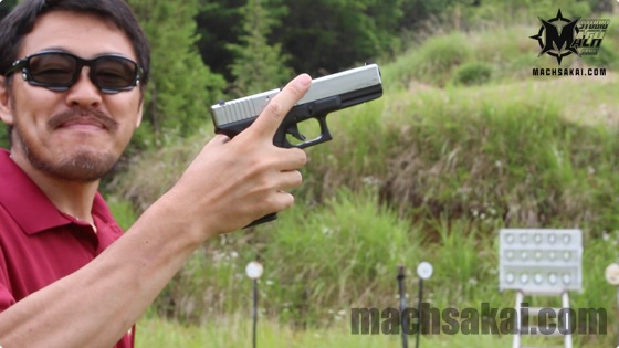 th_Glock18c-silver-slide_04
